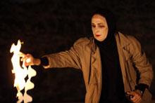 Foto: Frau mit Feuer